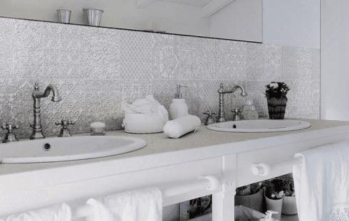 Dettaglio di bagno ristrutturato