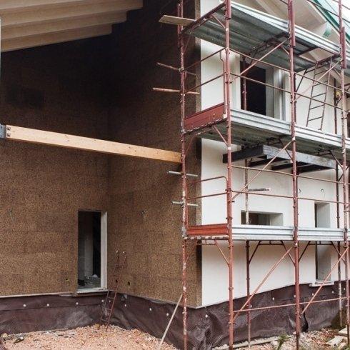 Edificio con ponteggi in ristrutturazione