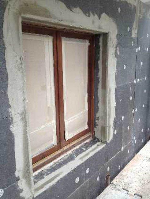 Interni di una finestra in ristrutturazione