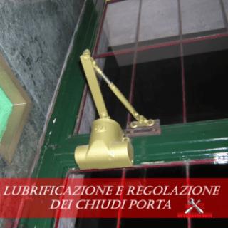 Lubrificazione e regolazione dei chiudi porta