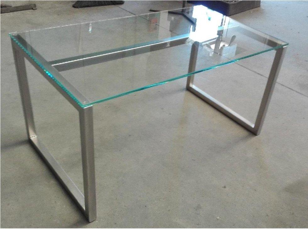 tavolo in inox e vetro