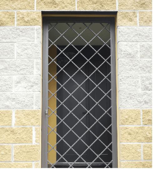 porta finestra a quadri lavorati