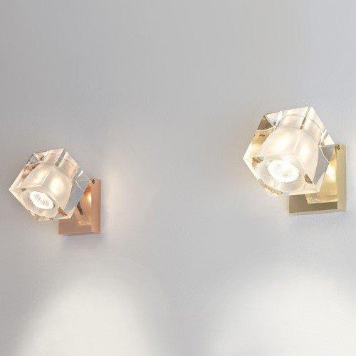 due luci in cristallo a muro di colore arancione e giallo