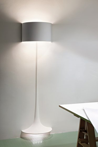 lampada da terra di color bianco