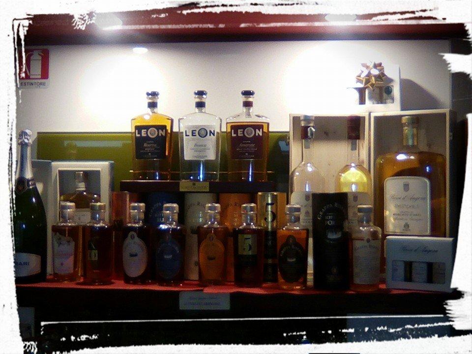 dei liquori in esposizione