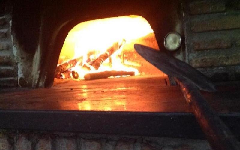 pizza forno a legna laurino