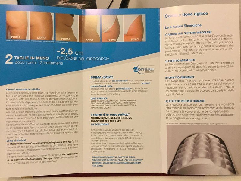 Una brochure con scritto 2 taglie in meno, riduzione di giro coscia e alcune immagini delle gambe e dei fianchi delle donne prima e dopo il  trattamento