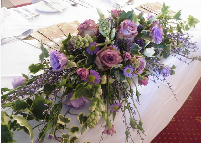 Loose top table arrangement
