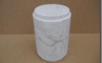 Urna in marmo bianco