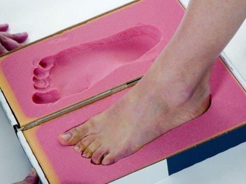 forma elegante sulle immagini di piedi di rivenditore all