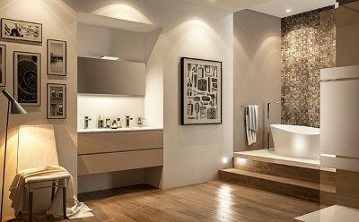 un bagno con un mobile a muro marrone, sopra due lavabi e uno specchio e sulla destra due gradini e una vasca rialzata