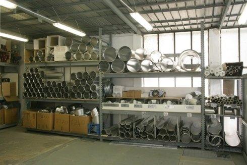 Il magazzino con i pezzi disponibili per future riparazioni