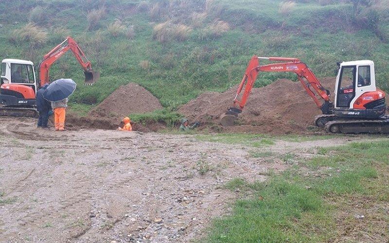 fase di scavo per impianto fognario