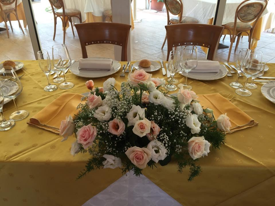 tavolo con fiori