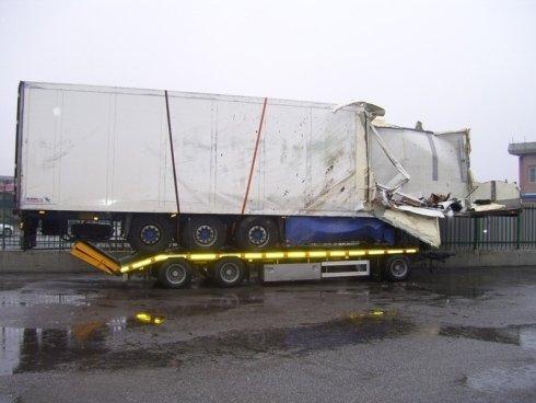 soccorso tir sinistrati, spostamento tir incidentato, traino pezzi di camion