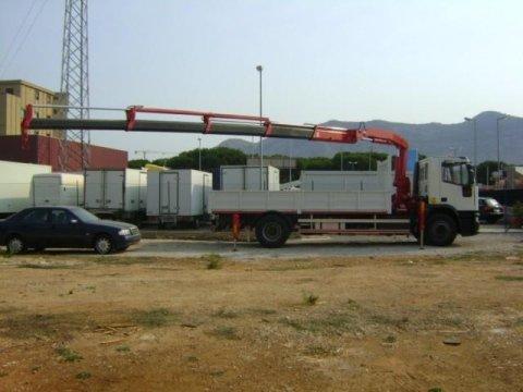 IVECO 190 E 24 CON GRU FASSI F140.24 E CASSONE FISSO