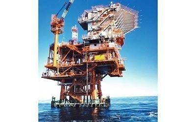 Монтаж установок морских нефтяных платформ