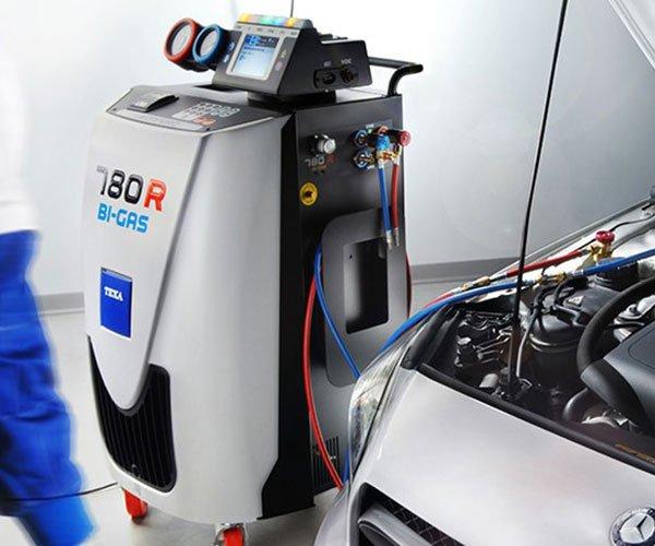 un macchinario di ricarica per i condizionatori delle auto