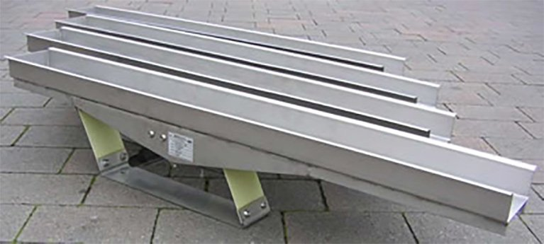 One of our compact resonance conveyors
