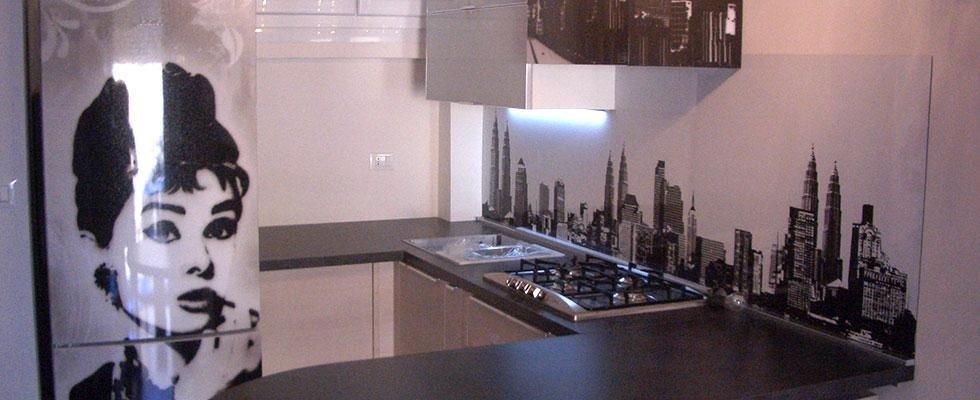 montaggio piani di cucine