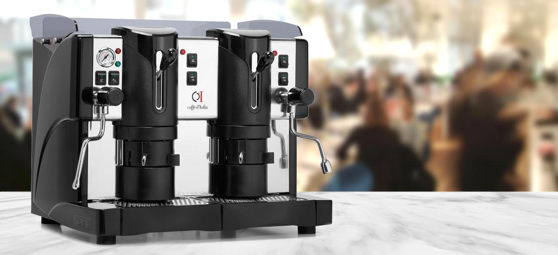 vista frontale di una macchina caffè per ristorante a marchio ELETTA