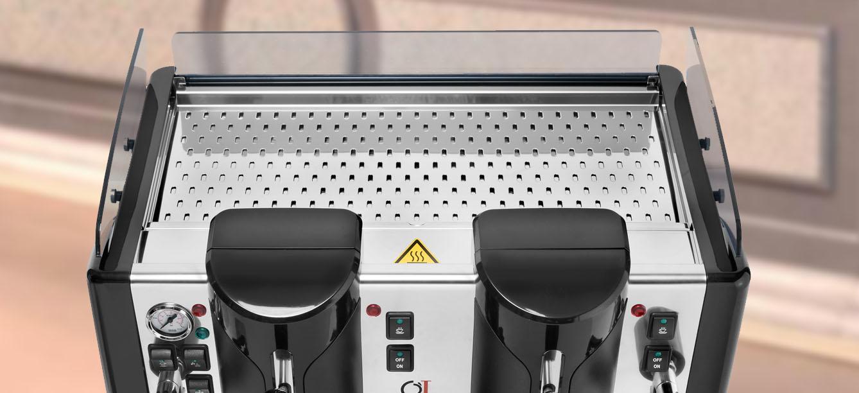 primo piano di una macchina caffè per ristorante a marchio ELETTA