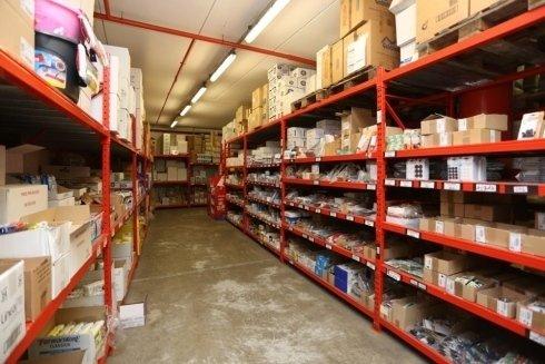 magazzino con prodotto all'interno del punto vendita