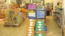 guinzagli, prodotti per l'igiene, alimenti dietetici per cani e gatti