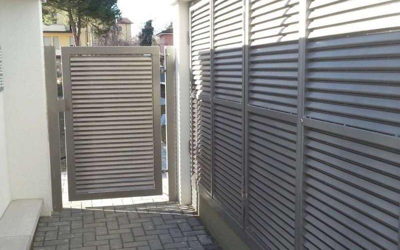 recinzione perimetrale in metallo
