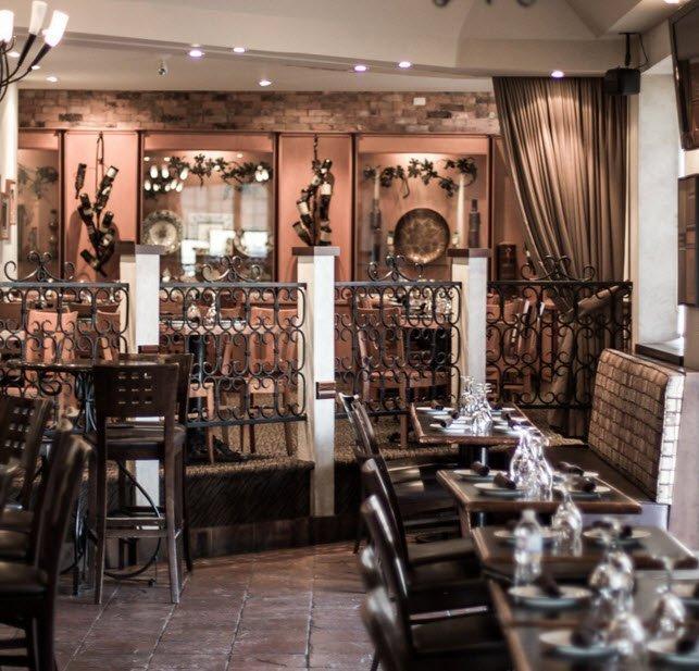 La Cantina serves Carpaccio di Manzo and  Bruschetta con Formaggio in Hamilton