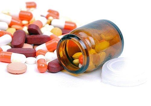 Pillole e boccette di medicinali