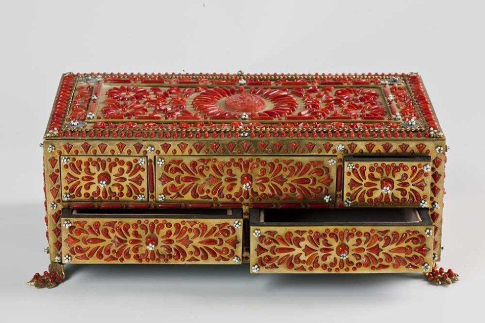 scrigno in argento dorato e corallo mediterraneo lavorazione seicentesca del retroincastro