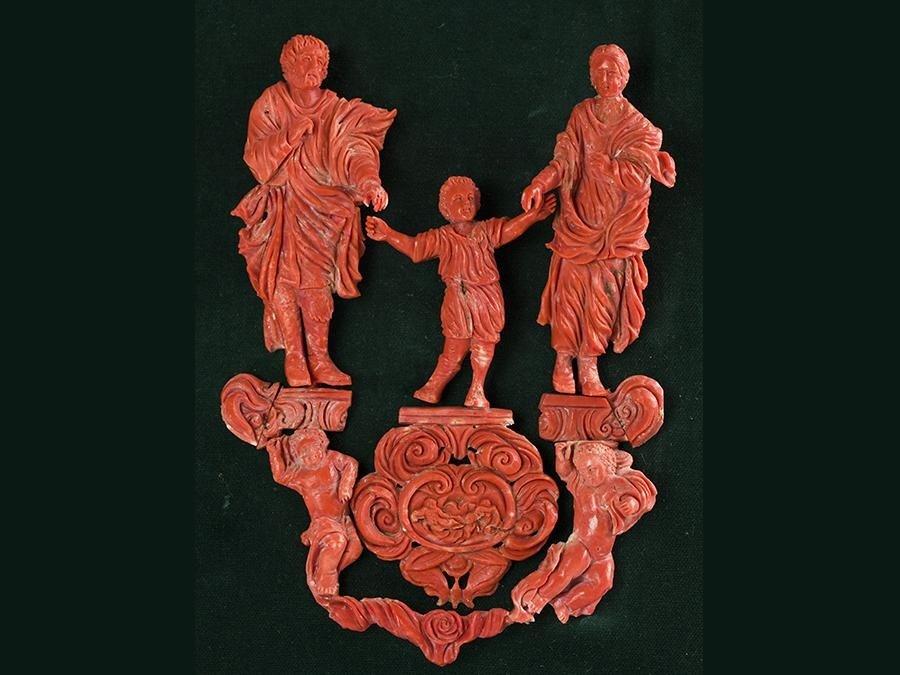 La sacra Famiglia in corallo - cm 35x35 - 2001