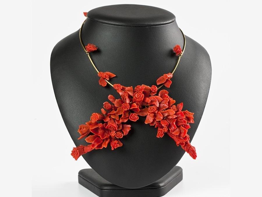 collana in oro e corallo mediterraneo