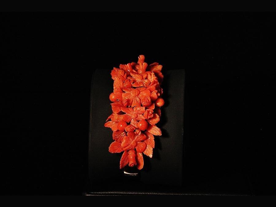 Bracciale di fiori in corallo mediterraneo