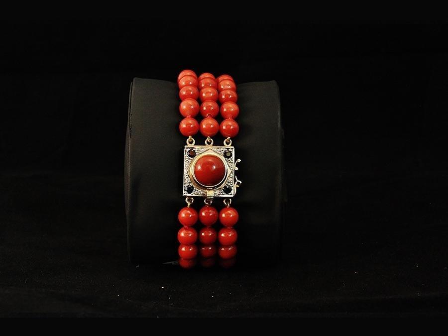Bracciale di perle con dettaglio di diamanti e oro