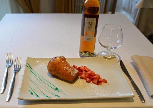 dessert con muffin e fragole