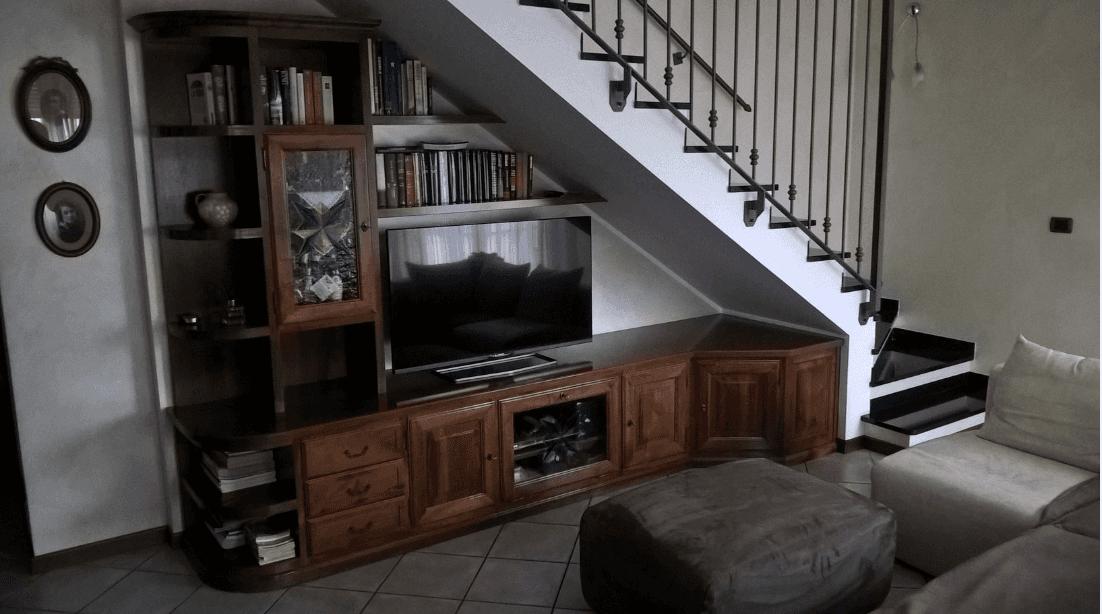 Parete attrezzata con porta tv frame alivar mobile tv sottoscala