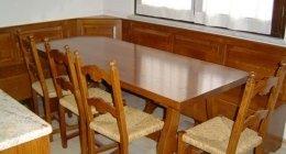 Tavoli e sedie in legno per cucina