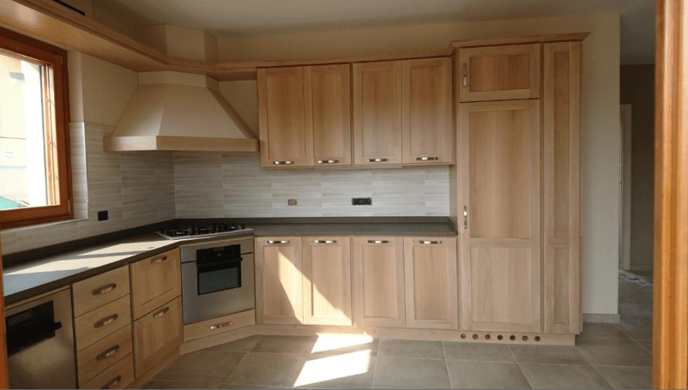 cucina in rovere con piano cottura ad angolo