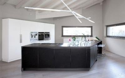 cucina con bancone ad angolo in legno wenge