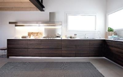 cucina d L in legno scuro
