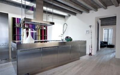cucina ad isola in acciaio