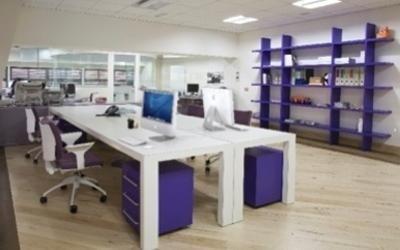 tavolo multipostazione bianco con cassettiera viola