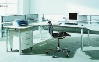 scrivania ad angolo con ripiano allungabile