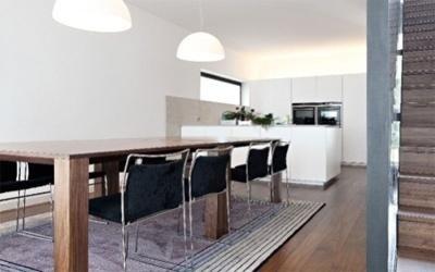 tavolo cucina e zona giorno in legno naturale