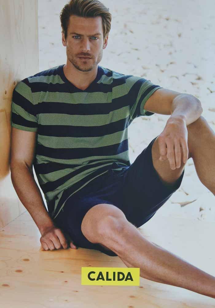 ritratto di un modello di moda maschile in posa
