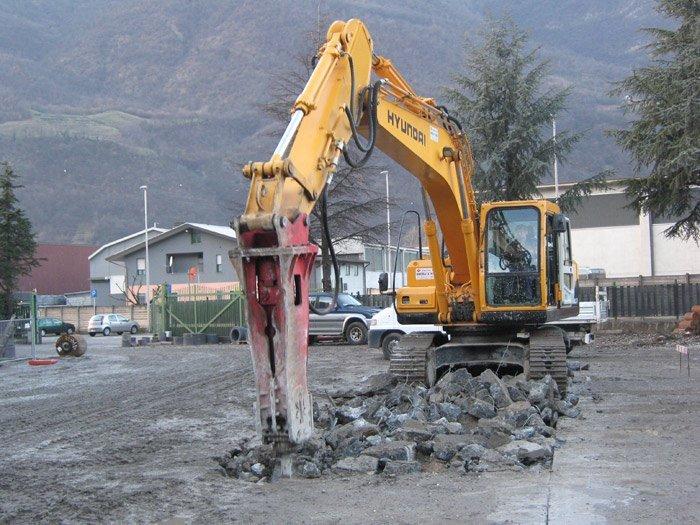 escavatore in un cantiere edile