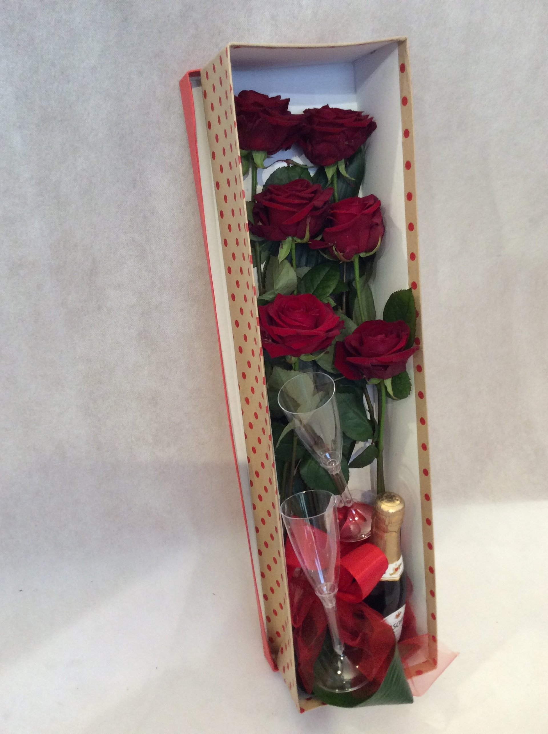 Regali floreali siracusa sr tin angelo fiori for Quadri con rose rosse