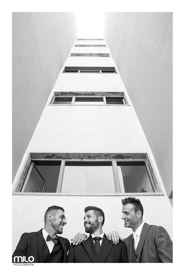 foto in bianco e nero di tre uomini